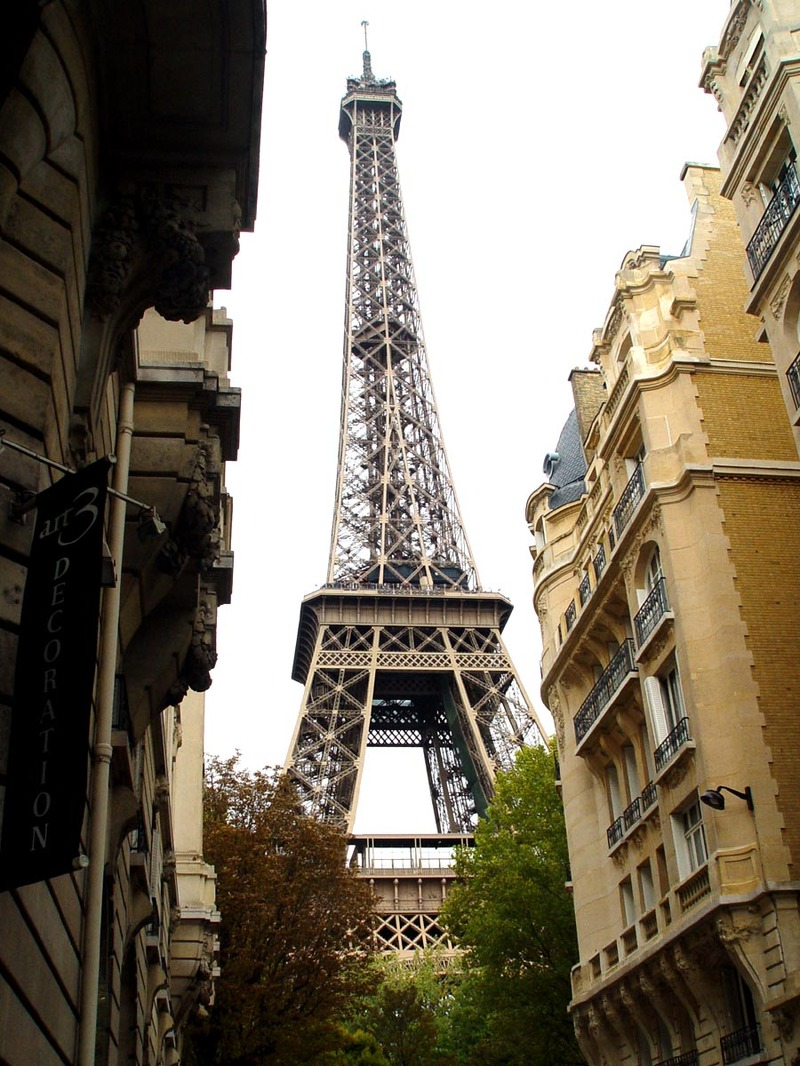 Eiffel_tower_at_day