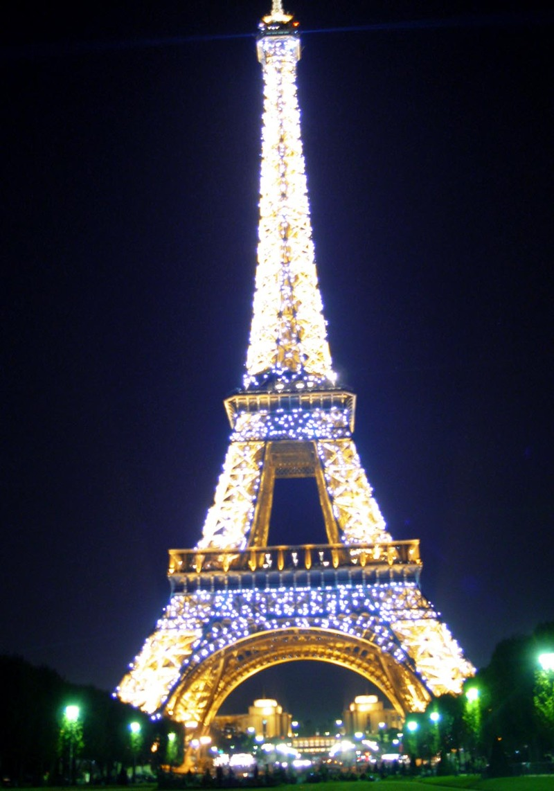 Eiffel_tower_night_lights_twinkling