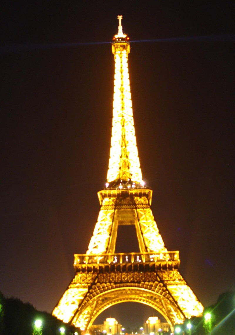 Eiffel_tower_night_no_extra_lights